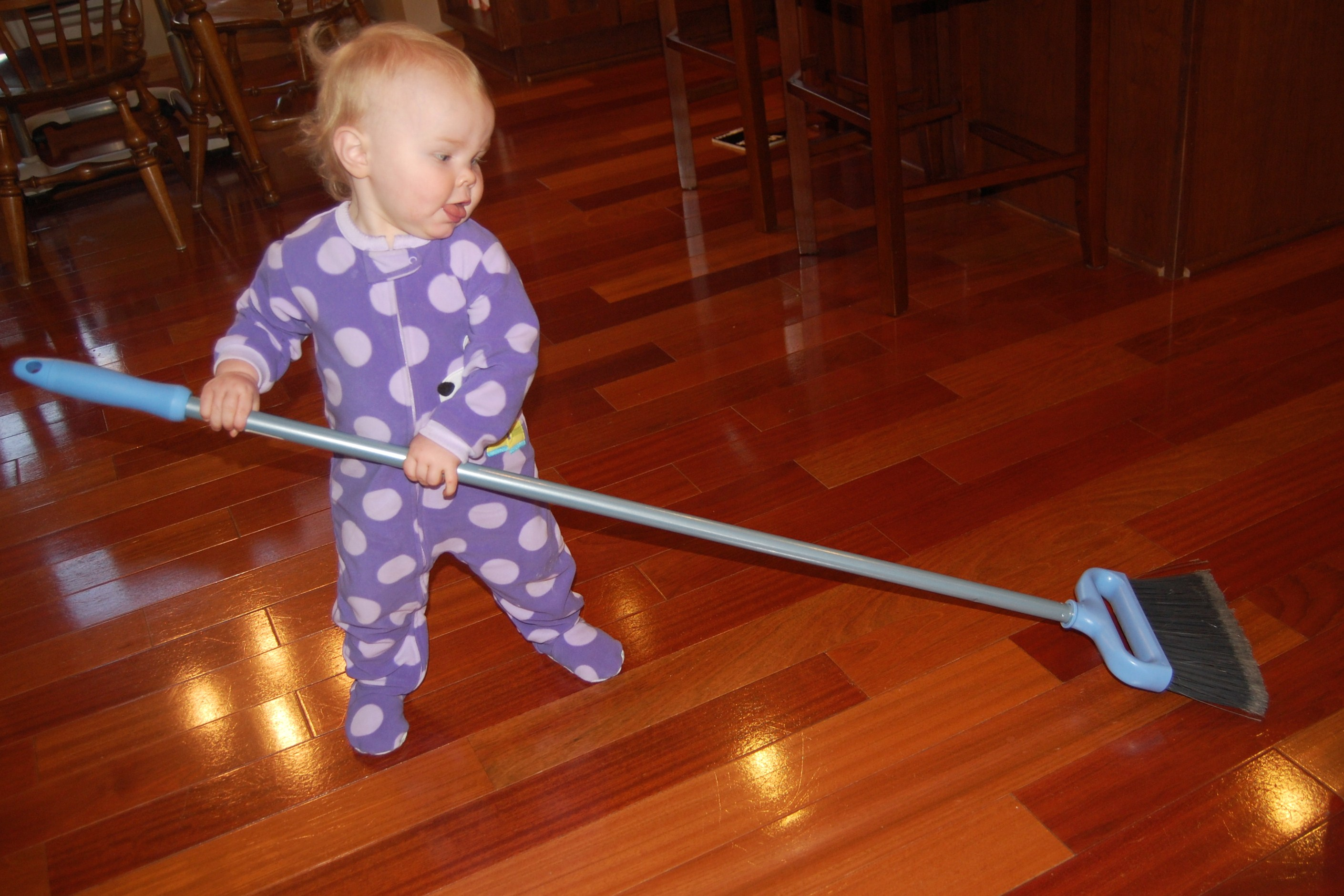 Ttat efficient cleaning bobbleheadbaby for To floor someone