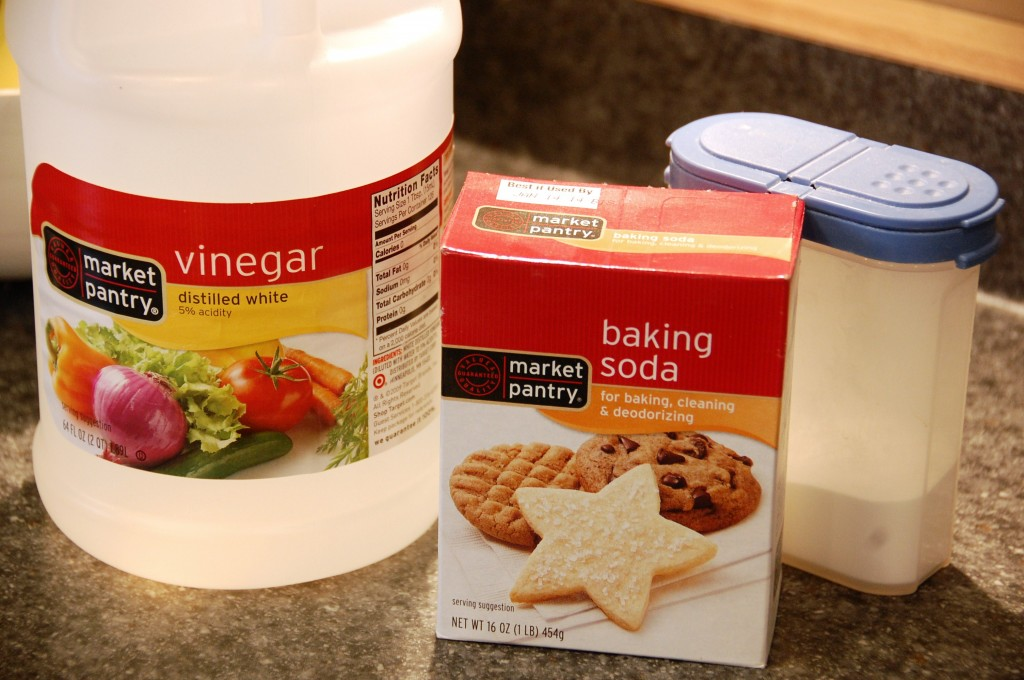 how to clean pans with baking soda and vinegar